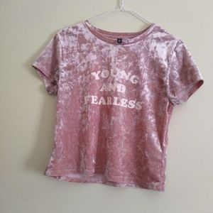 "DIVIDED by H&M Cropped ""Young and Fearless"" Shirt"